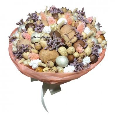 Букет из орехов и цветов