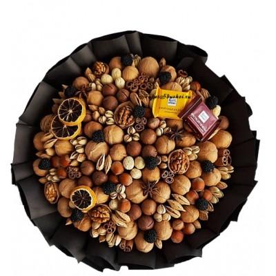 Ореховый букет для мужчины